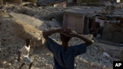 Children play at the rubble of earthquake-damaged houses in downtown Port-au-Prince, Haiti, 7 Jan 2011