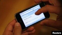 Media sosial memungkinkan orang mengetahui acara debat atau aktivitas kampanye saat sedang berlangsung. (Foto: Dok)
