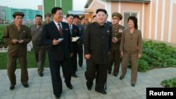 North Korean lKim Jong Un uses a cane in this undated photo released by North Korea's Korean Central News Agency (KCNA) in Pyongyang October 14, 2014.