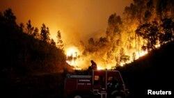 Incendie de forêt dans le cenre du Portugal, près de Bouca, le 18 juin 2017.