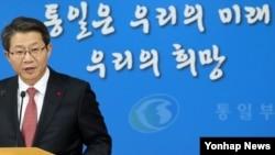 류길재 한국 통일부 장관이 19일 오후 서울 세종로 정부서울청사에서 '2015년 업무계획' 보고와 관련해 브리핑을 하고 있다.