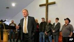 El representante Dan Johnson, habló en su iglesia sobre las acusaciones de acoso sexual en su contra, horas antes de suicidarse. Dic. 12 de 2017.