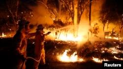 Petugas pemadam kebakaran Australia belum berhasil mengatasi kebakaran hebat di negara bagian New South Wales. (Foto: Dok).