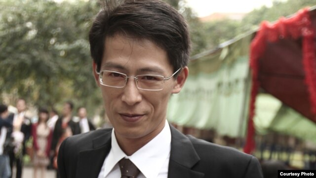 Blogger Nguyễn Lân Thắng viết trên Facebook về vụ anh bị bắt giữ rằng 'tốn quá nhiều tiền của người thọ thuế cho tôi kể từ hôm qua, tôi xin lỗi mọi người'