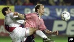 یوهان کرایف، بیکن باویر المانی و میشل پلاتینی فرانسوی در دهه هفتاد از مشهورترین های فوتبال جهان بودند