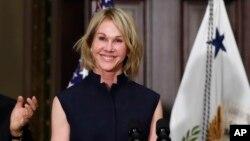 خانم کرفت ۵۷ ساله، پیشتر سفیر آمریکا در کانادا بود.