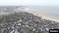 아프리카 남부 모잠비크 베이라의 해변 마을에 사이클론이 강타했다.