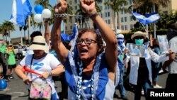 Para demonstran anti pemerintah melakukan unjuk rasa menentang pemerintahan Presiden Daniel Ortega di Managua, Nikaragua (foto: dok).