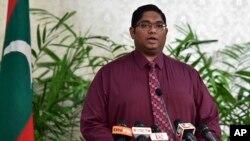 10일 몰디브 말리에서 모하메드 아닐 법무장관이 기자회견을 하고 있다.