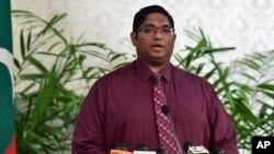 Jaksa Agung Maladewa, Jenderal Mohamed Anil saat mengumumkan dicabutnya keadaan darurat, Selasa (10/11).