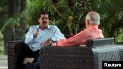 El presidente Nicolás Maduro y el ex vicepresidente José Vicente Rangel duranta le entrevista, en la que el mandatario dice que hay un plan para desestabilizar a Venezuela.