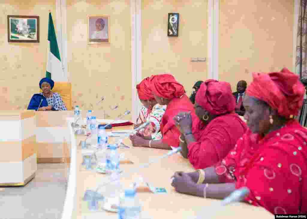 Hotunan Aisha Buhari yayin data karbi bakwancin mata yan jamiiyar APC a fadar shugaban kasa, Abuja Maris,06,2018