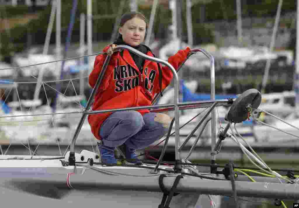 گرتا تونبرگ، فعال ۱۶ ساله سوئدی در ادامه فعالیت هایش برای جلب توجه به آلودگی های زیست محیطی، به بریتانیا رفته است.