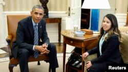 Cô Nina Pham gặp gỡ Tổng thống Mỹ Barack Obama.