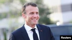 """Президент Франції Еммануель Макрон заявив, що ухвалення законопроекту дозволить жінкам перестати боятись """"виходити на зовні""""."""