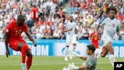 Thủ môn Jaime Penedo của Panama cản phá cú sút của tiền đạo Bỉ Romelu Lukaku trong trận ra quân của Bảng G trên SVĐ Fisht ở Sochi, Nga, ngày 18/6/2018.