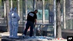 21일 프랑스 제2의 도시 마르세유에서 승합차가 버스정류장의 행인들을 향해 돌진해 1명이 사망했다. 경찰이 사건 현장을 수색하고 있다.