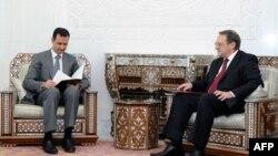 Михаил Богданов (справа) на встрече с Башаром Асадом. Архивное фото.
