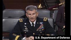 جنرال نیکلسن د مشرانو جرګې د وسله والو خدماتو د غړیو پوښتونو ته ځوابونه وایي