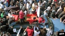 Жалобна хода за юнаком, який загинув у зіткненнях між демонстрантами та урядовими військами в Бахрейні