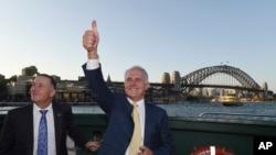 澳大利亚总理马尔科姆•特恩布尔(右)