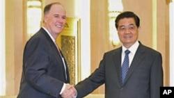 多尼隆去年9月在北京会见胡锦涛
