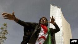 Một nghệ sĩ múa cổ truyền trình diễn trong buổi lễ khánh thành trụ sở của AU ở thủ đô Addis Ababa, Ethiopia hôm 28/1/12