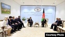 ملاقات رئیس جمهور غنی در حاشیۀ نشست تاشکند با وزیرخارجۀ روسیه