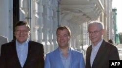 Жозе Мануэль Баррозу, Дмитрий Медведев и Херман ван Ромпей