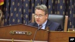 克里斯 •史密斯众议员主持听证会(资料照片)