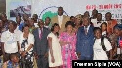 Clôture du Forum des jeunes à Bangui avec le Premier ministre, Simplice Sarandji, le 25 août 2017 (VOA/Freeman Sipila)