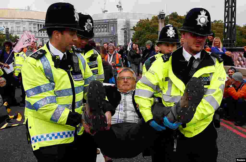 لندن پولیس نے سڑکیں اور راستے بند کرنے کے الزام میں 276 مظاہرین کو گرفتار کر لیا