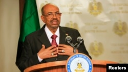 Sudan President Omar al-Bashir speaks to the media in state house in capital Juba during his visit to South Sudan, Jan. 6, 2014.