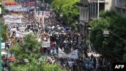 Hükümetin kemer sıkma önlemleri Yunanistan'da sık sık gösterilere neden oluyor