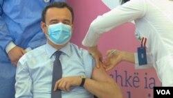 Albin Kurti vaccinated