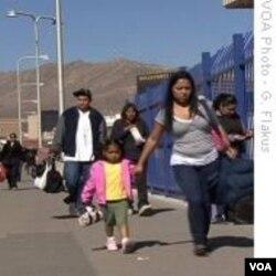 Warga menyeberangi perbatasan El Paso dengan Ciudad Juarez (foto: dokumentasi).
