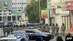Specijalna policija na ulicama Katifa, gde su se okupili šiitski demonstranti, 11. marta 2011.