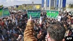 Người Afghanistan biểu tình ở thủ đô Kabul phản kháng vụ đốt kinh Koran, ngày 1 tháng 4, 2011