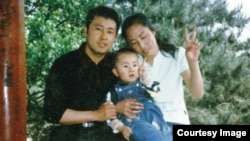 夏俊峰的全家福照片(来自互联网)