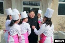 Chế độ Kim Jong Un bị tố cáo tịch thu 90% lương của công nhân được đưa ra nước ngoài làm việc.