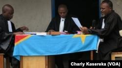 Des juges congolais à Rutshuru, Nord-Kivu, RDC, 6 septembre 2017. (VOA/Charly Kasereka)