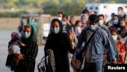 اسپین کے ائیربیس پر کابل سے آنے والے مہاجرین کی 31 اگست کو لی گئی ایک تصویر۔ فائل فوٹو
