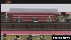 25일 북한에서 열린 최고인민회의 제12기 6차회의. 12년제 의무교육을 시행하는 내용의 법령을 발표했다고 조선중앙TV가 보도했다.