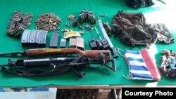 Sejumlah senjata rakitan dan senjata tradisional yang berhasil ditemukan aparat di lokasi serangan KKSB di Yigi, Papua, (5/12). (Courtesy: Kapendam Papua)