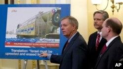 Los senadores Lindsey Graham y Chris Coon encabezan el esfuerzo para aumentar la ayuda militar a Israel.