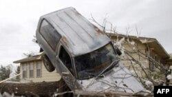 Cảnh tàn phá sau khi bão thổi qua thành phố Tushka, bang Oklahoma