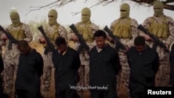 Para militan ISIS di Libya sebelum melakukan eksekusi terhadap para sandera (foto; dok).