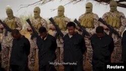 Militan ISIS di Libya bersiap mengekseksui para sandera di sana (foto: dok).