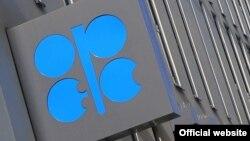 قیمت های نفت پیش از نشست آتی اوپک، که قرار است اعضا در مورد سقف تولید بحث کنند، در نوسان بوده است.