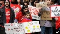Más de 1.500 maestros se reportaron enfermos y no se presentaron a trabajar el lunes y martes provocando el cierre de 94 de las 97 escuelas públicas en Detroit.